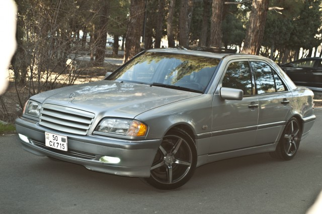 Mercedes benz c 200 second hand 1998 11900 gasoline for Mercedes benz 2nd hand