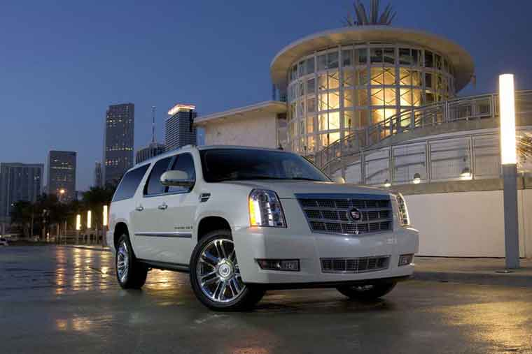 Cadillac Escalade: Ikinci əl (2001-2006)