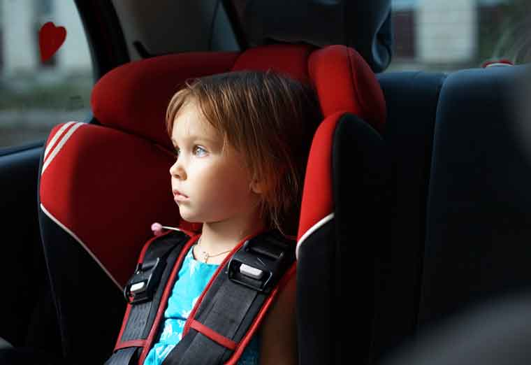 Avtomobildə uşaq