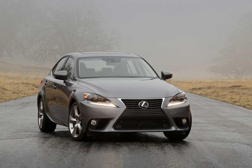 Yeni Lexus IS 2014 sedanları