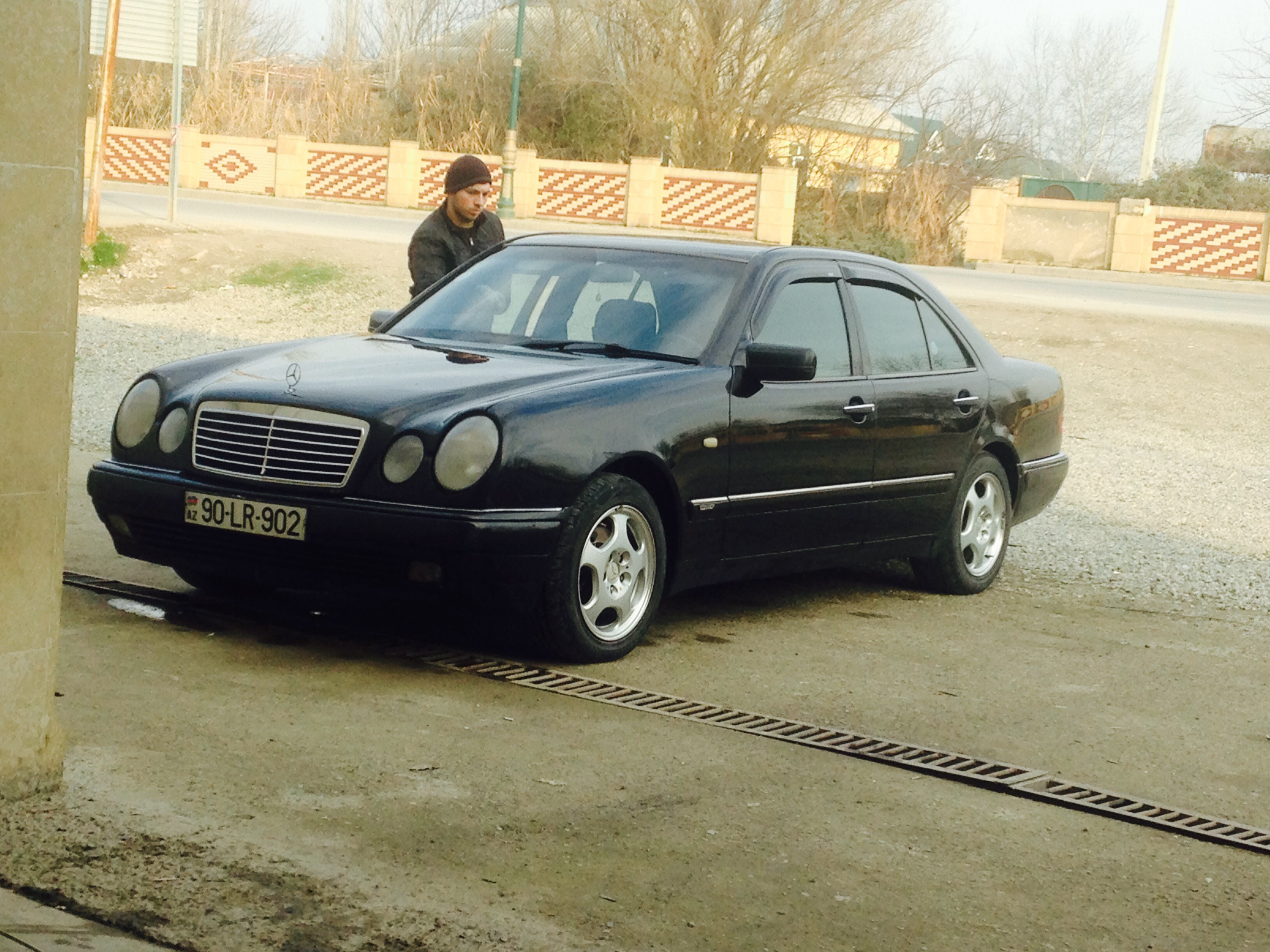 Mercedes-Benz E 220 2.2(lt) 1998 İkinci əl  $12000