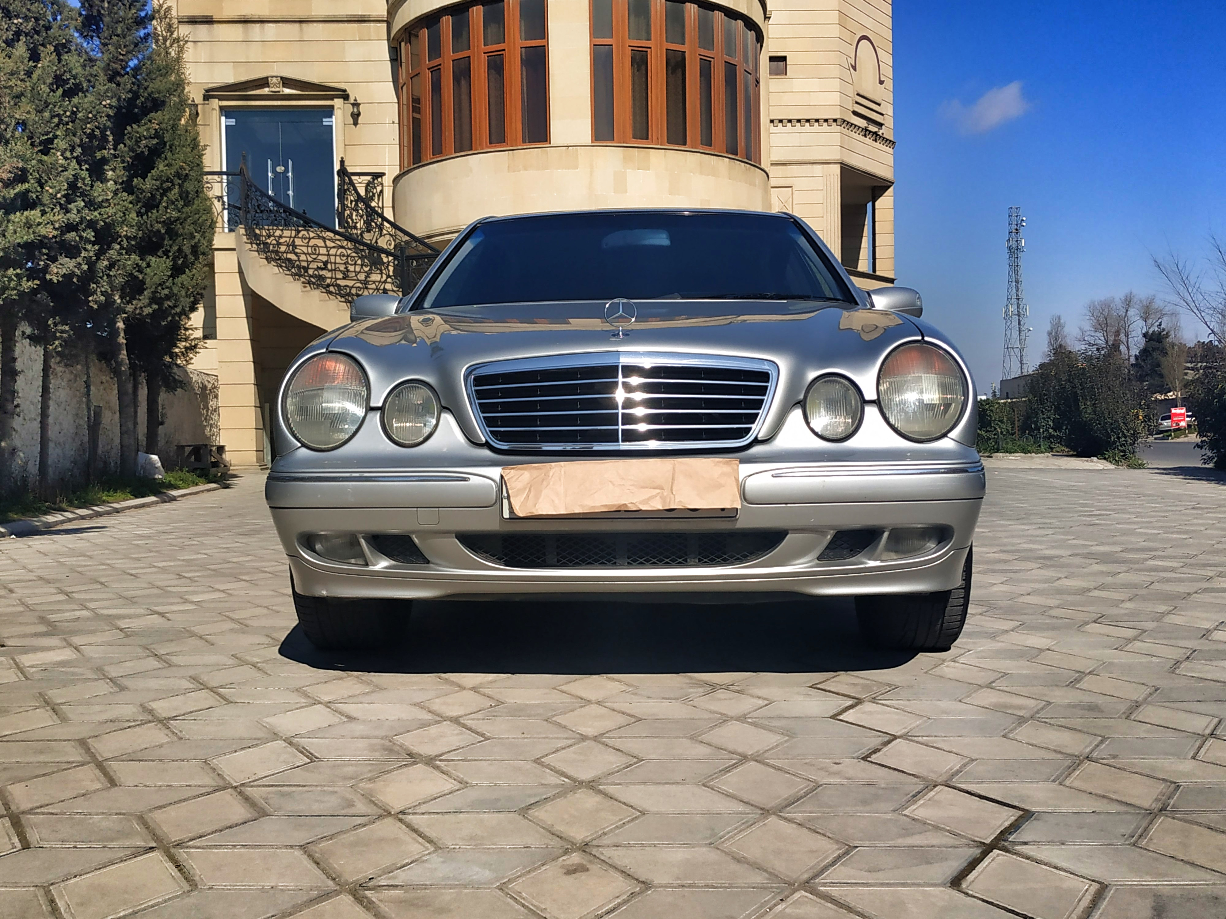 Mercedes-Benz E 240