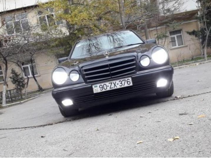Mercedes-Benz E 230