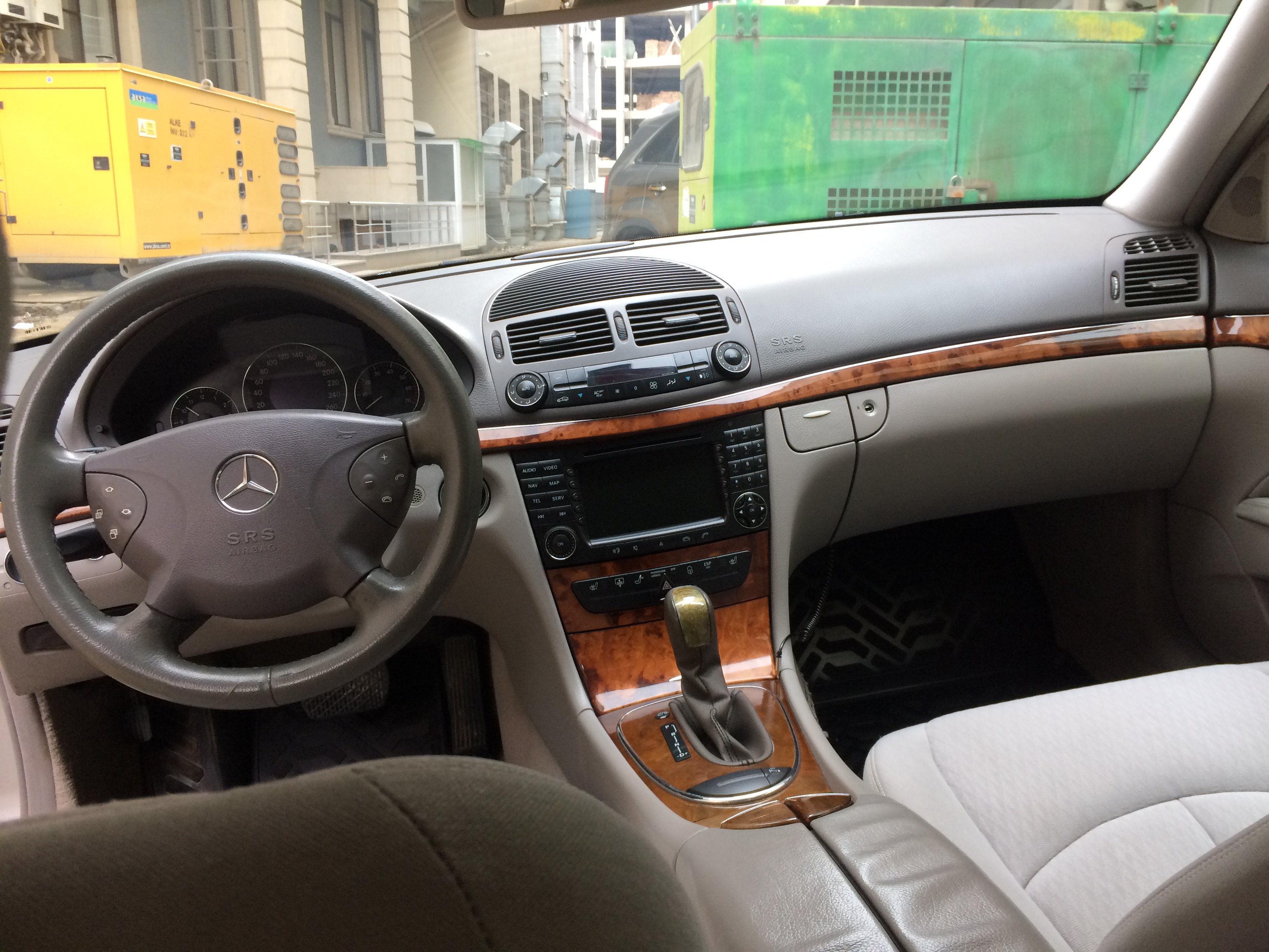 Mercedes-Benz E 320 3.2(lt) 2003 İkinci əl  $16000