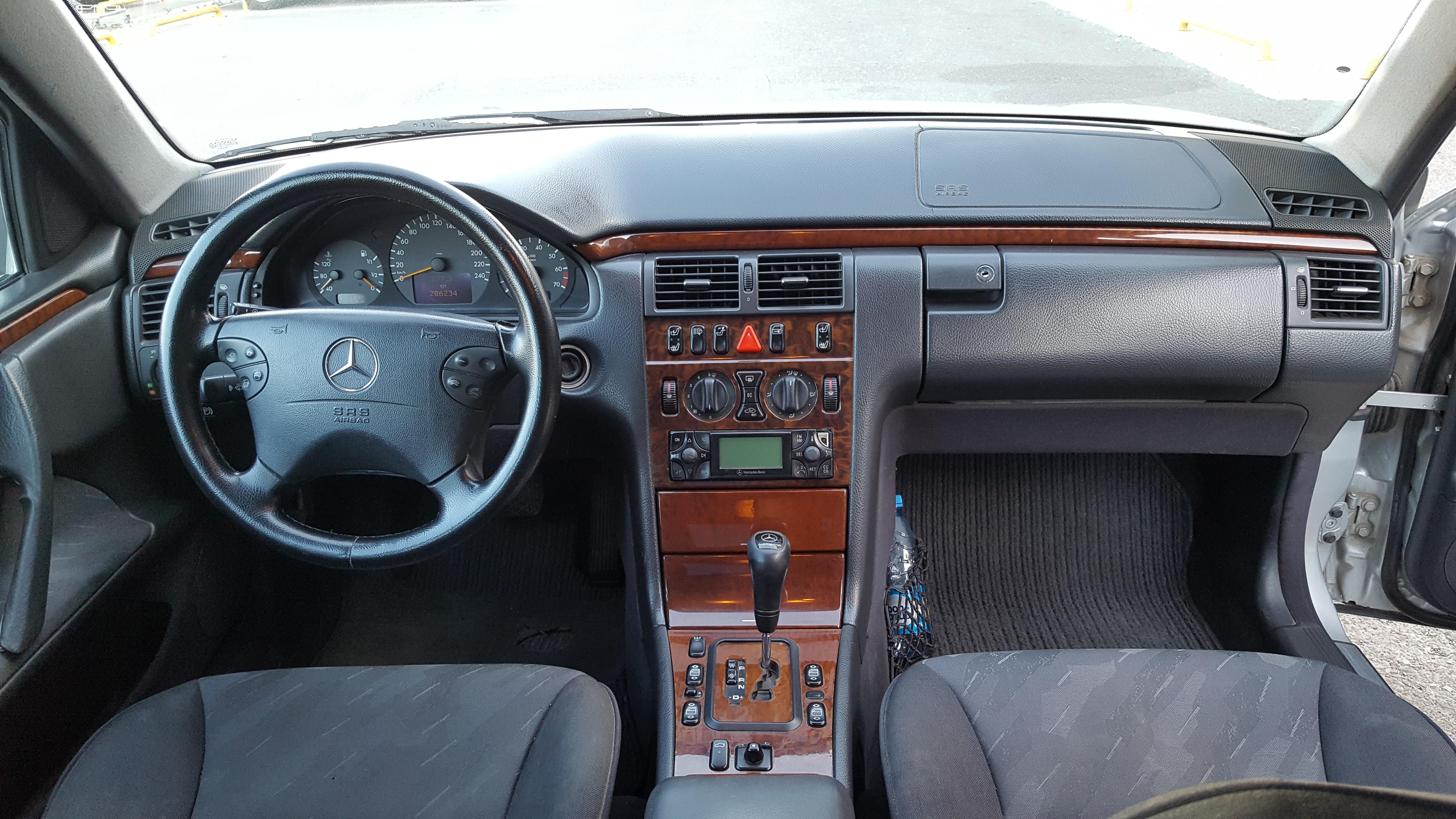 Mercedes-Benz E 240 2.4(lt) 2000 Second hand  $8250