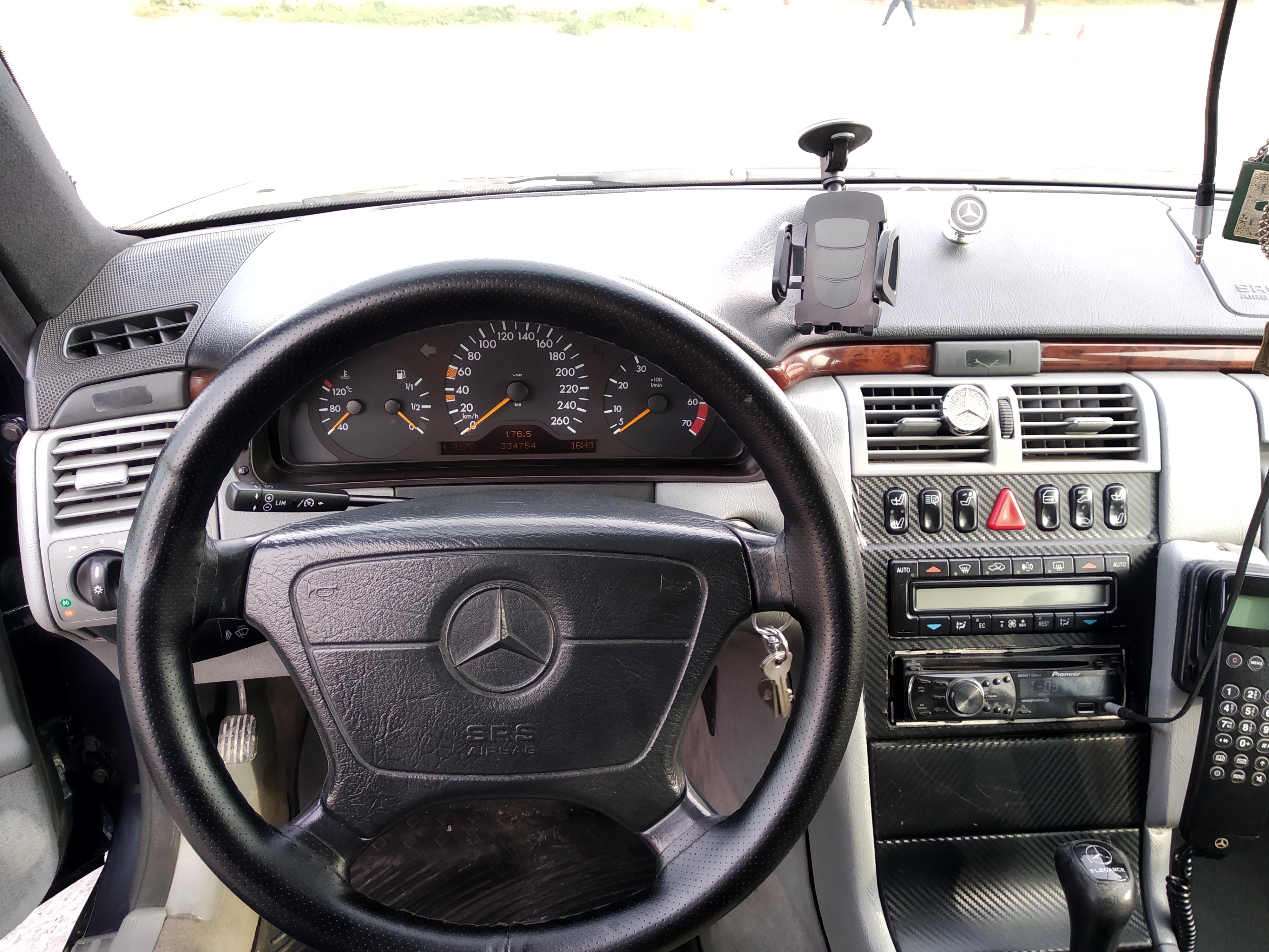 Mercedes-Benz E 280 2.8(lt) 1998 Second hand  $13300