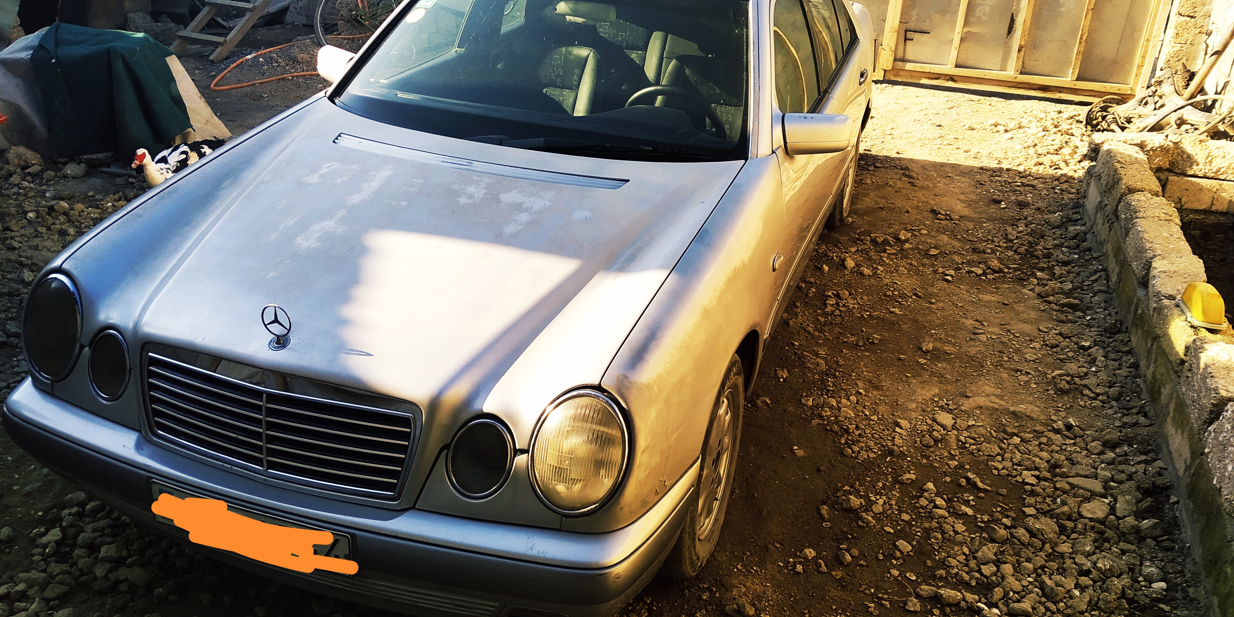 Mercedes-Benz E 300 3.0(lt) 1996 Second hand  $8900
