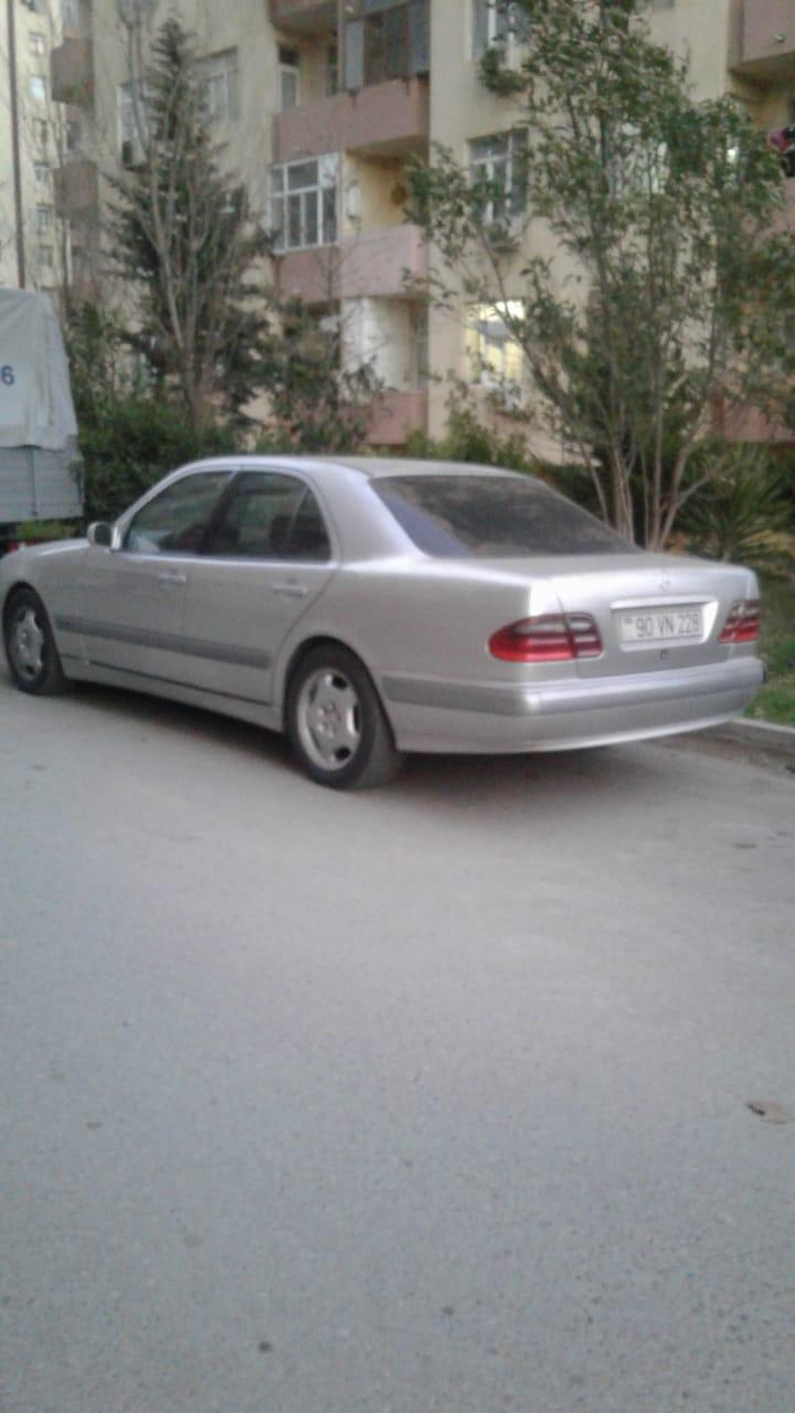Mercedes-Benz E 220 2.2(lt) 2000 İkinci əl  $12000