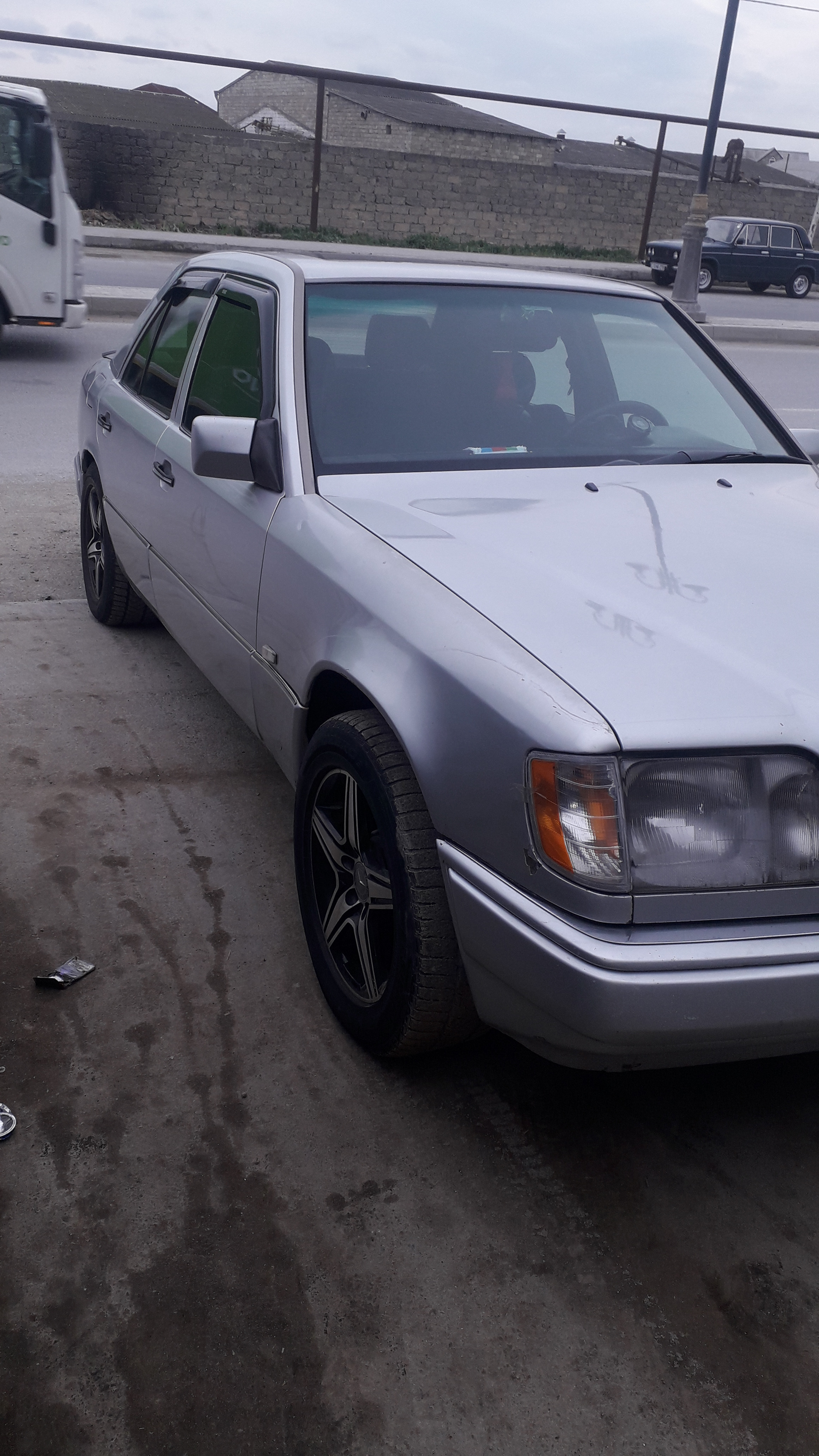 Mercedes-Benz E 220 2.2(lt) 1995 İkinci əl  $8800