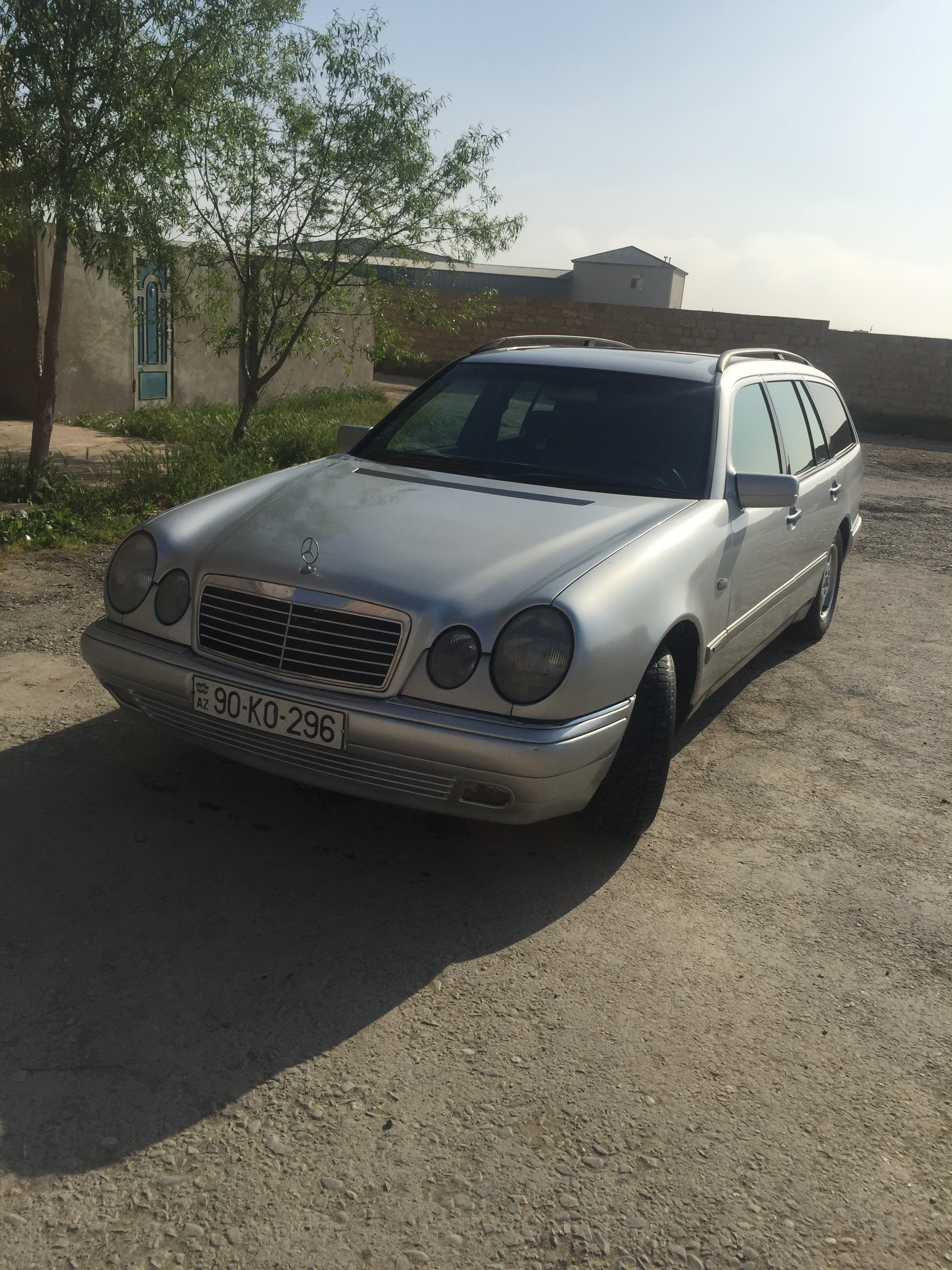 Mercedes-Benz E 220 2.2(lt) 1999 İkinci əl  $8000