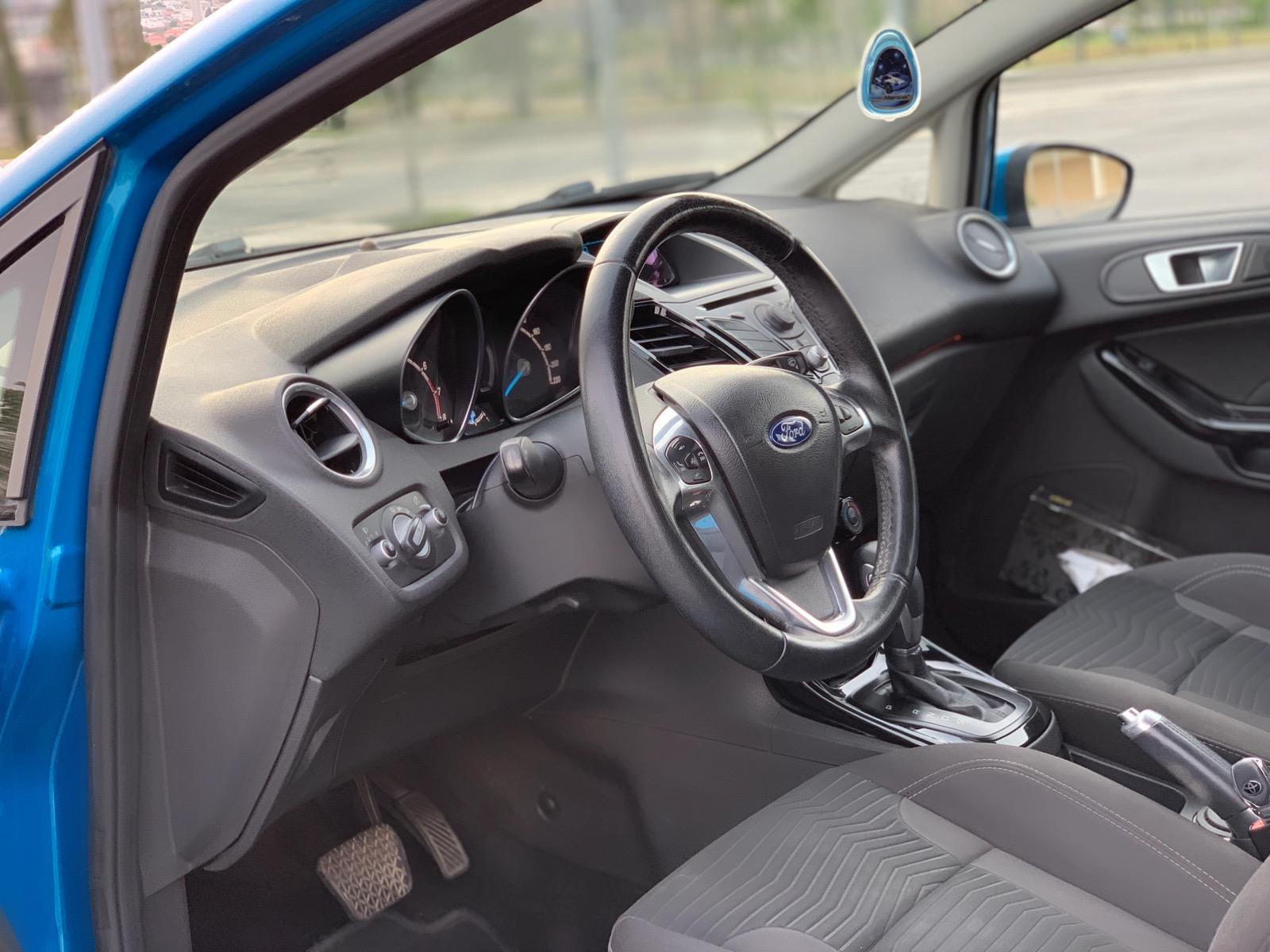 Ford Fiesta 1.6(lt) 2013 Подержанный  $14500