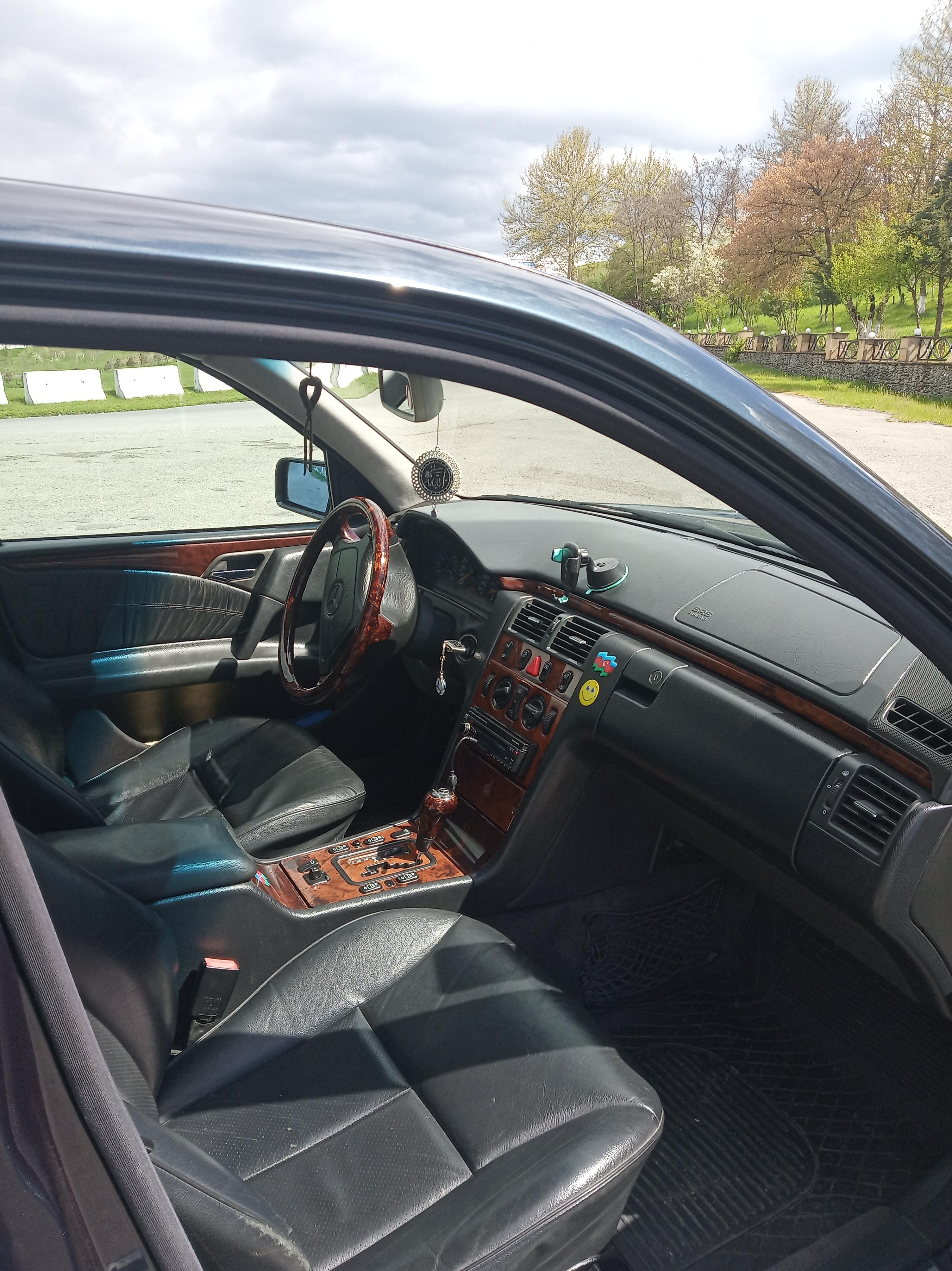 Mercedes-Benz E 280