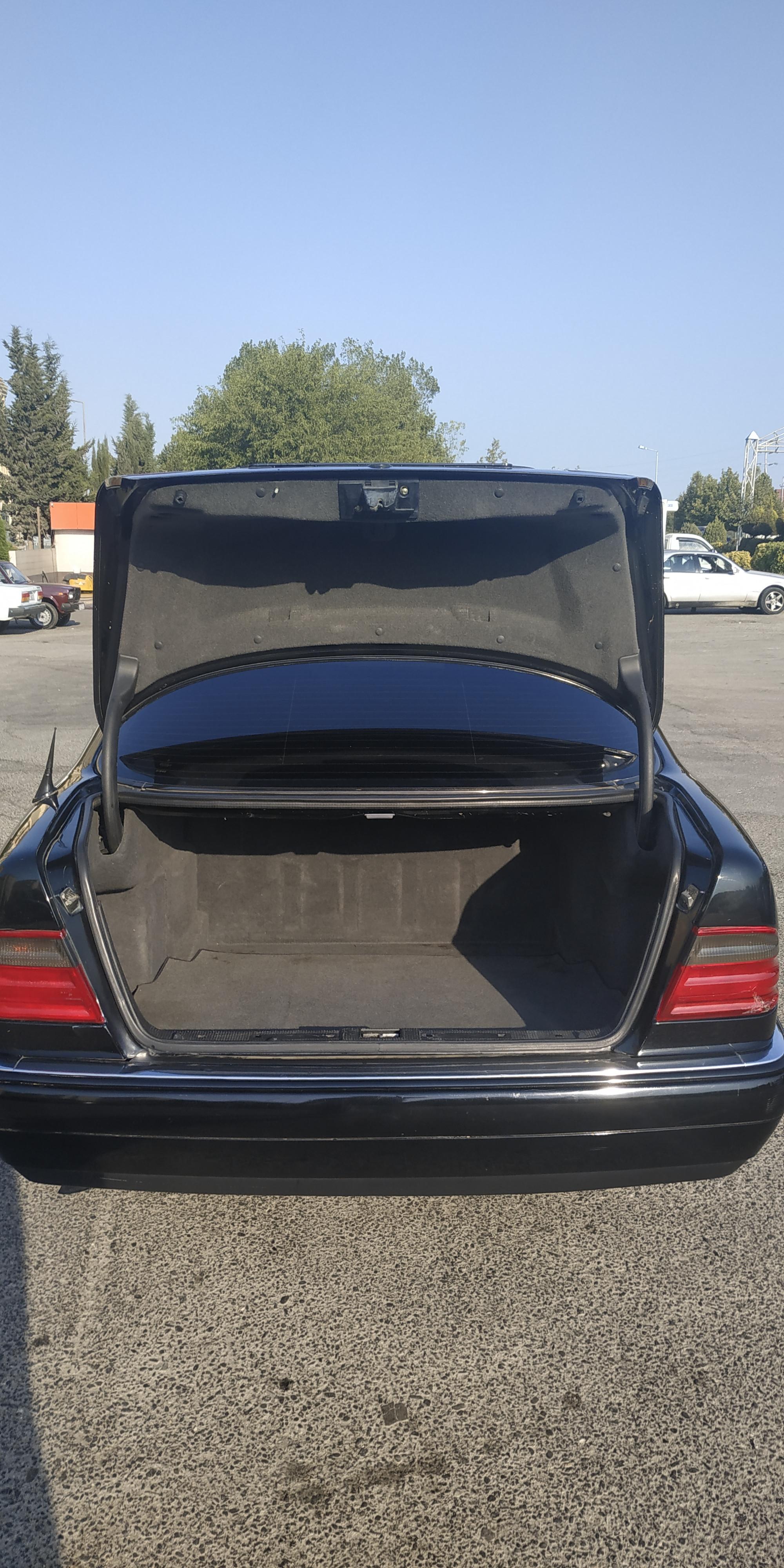 Mercedes-Benz E 230 2.3(lt) 1995 Second hand  $6470
