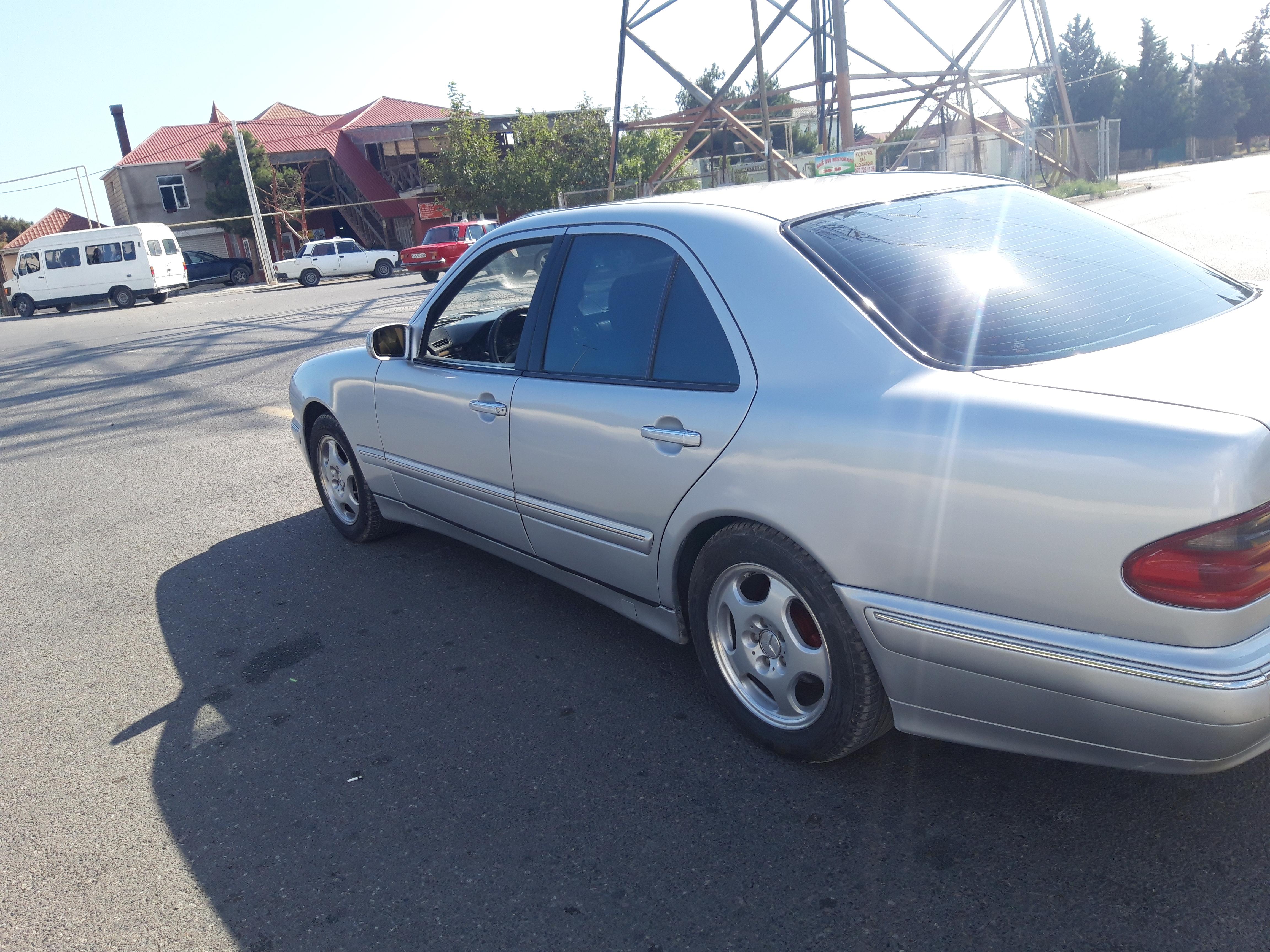 Mercedes-Benz E 240 2.4(lt) 2000 Second hand  $8000