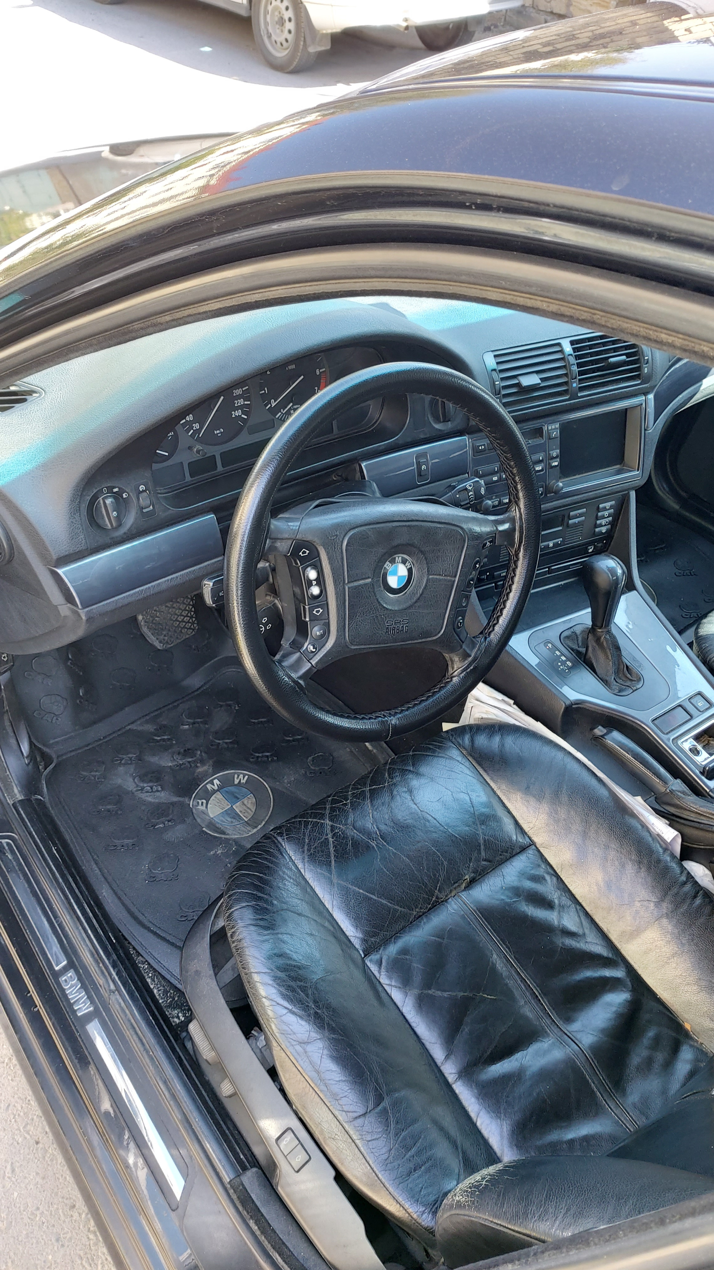 BMW 528 2.8(lt) 1997 Подержанный  $8800
