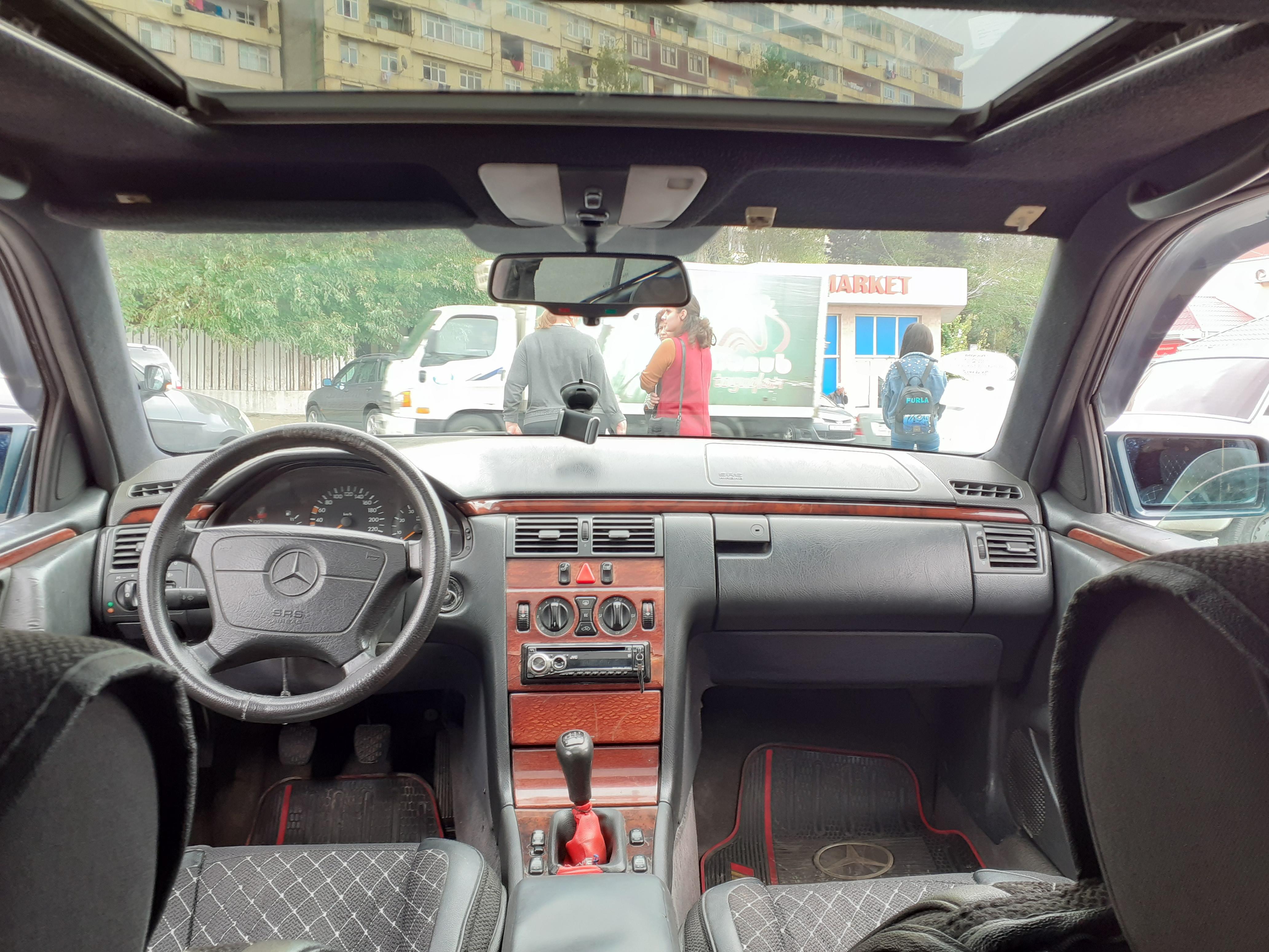 Mercedes-Benz E 200 2.0(lt) 1996 Second hand  $8500