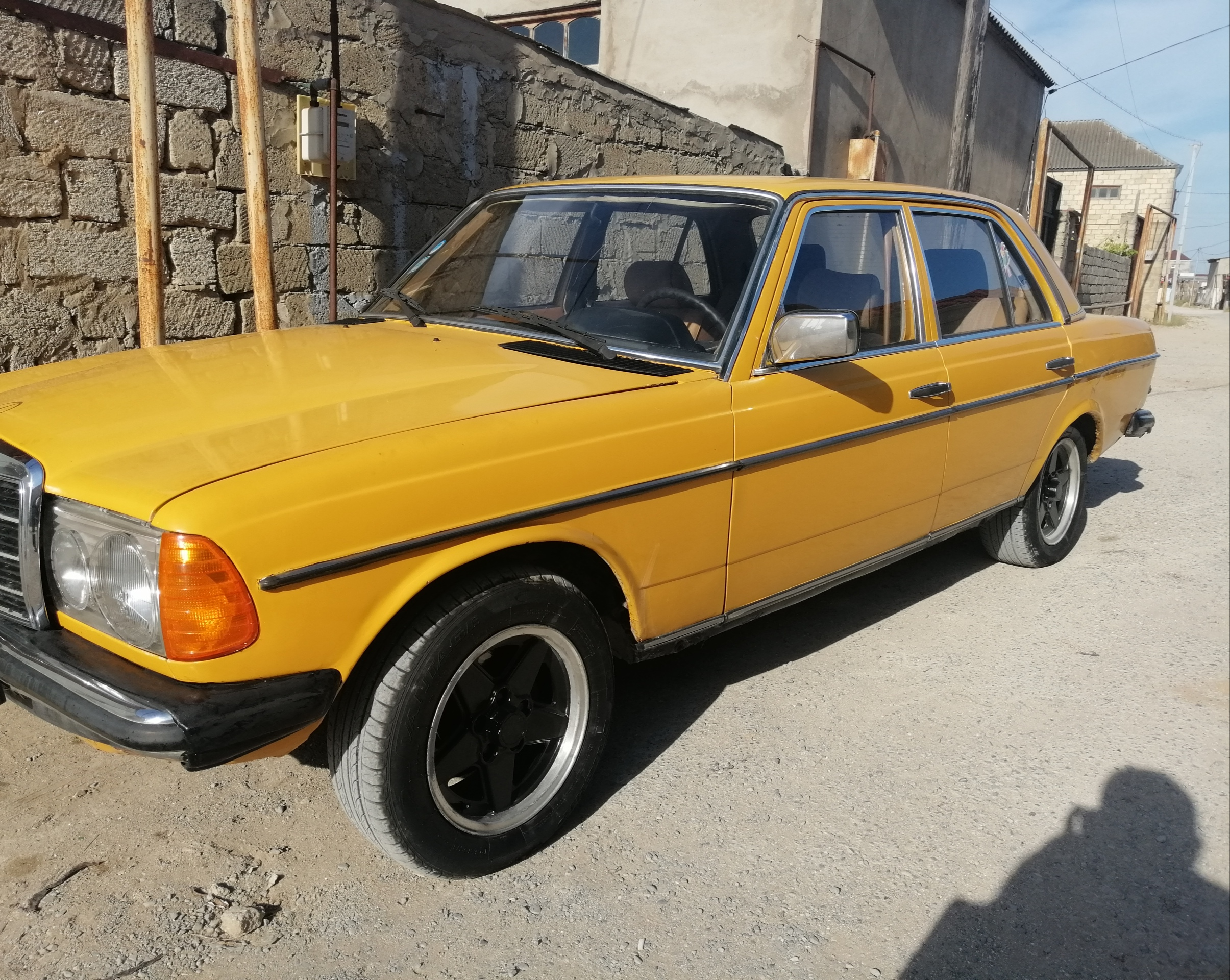 Mercedes-Benz 200 2.3(lt) 1981 Second hand  $2500