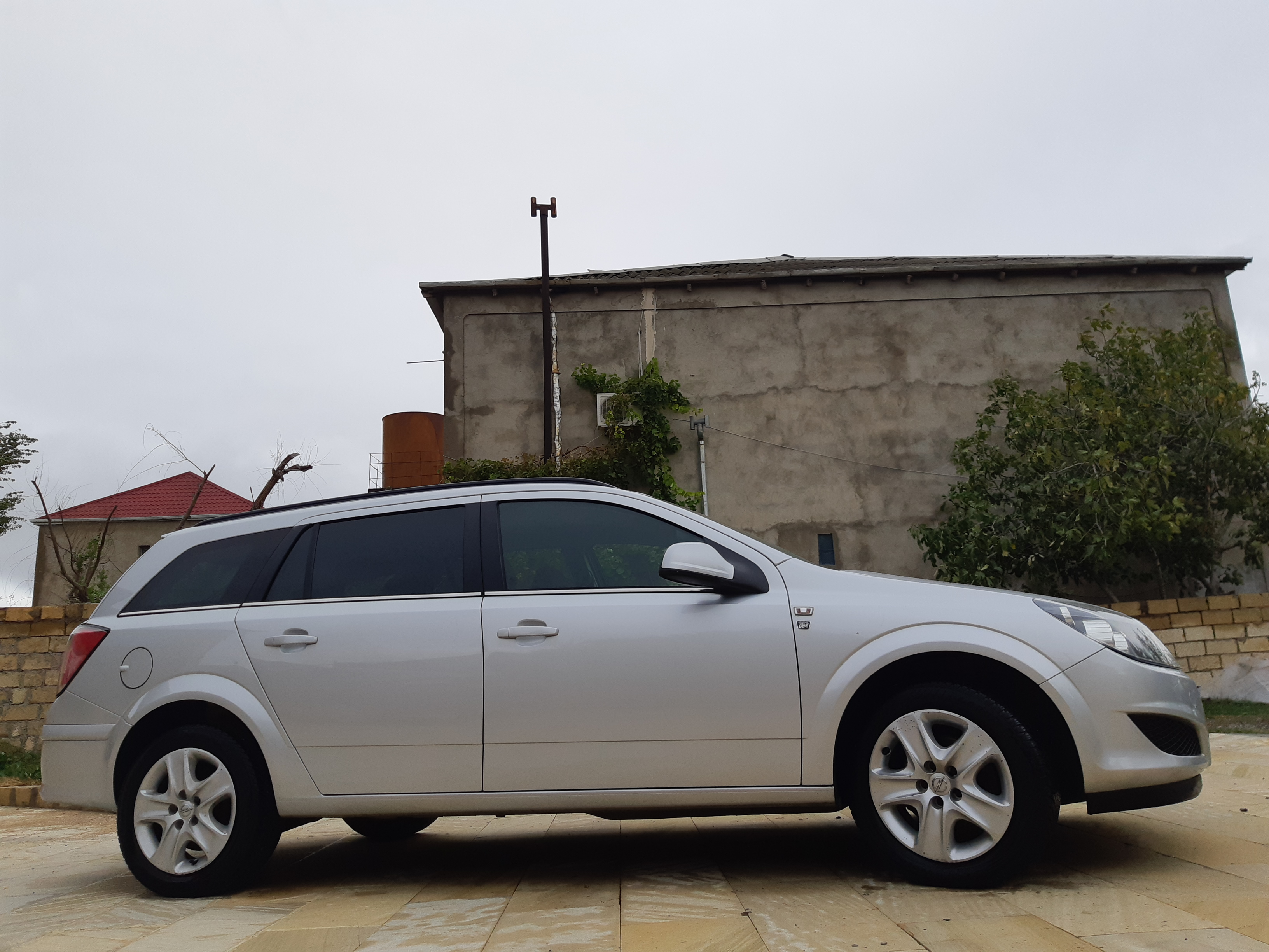 Opel Astra 1.7(lt) 2010 Подержанный  $8180