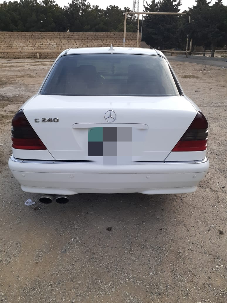 Mercedes-Benz C 230