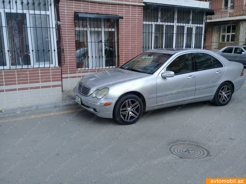 Mercedes benz c 240 second hand 2004 5600 gasoline for Mercedes benz 2nd hand