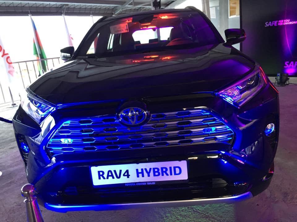Гибридные технологии Toyota уже в Азербайджане